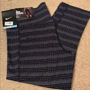 NWT Nike Legend Tight Fit Capris. Size small